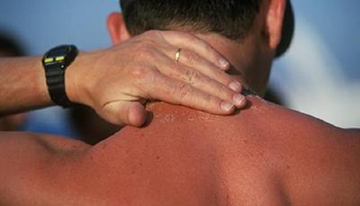 با زیاد ماندن زیر نور خورشید به پوست آسیب می رسانید