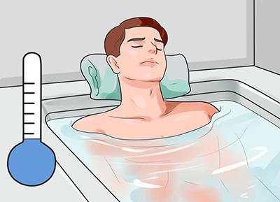 التهاب و قرمزی پوست از علائم بارز آفتاب سوختگی است