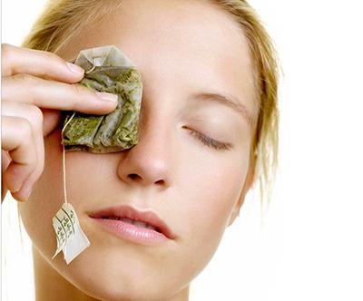 چای سبز رنگ پوست را بهبود می بخشد و به دفع سموم از پوست کمک می کند